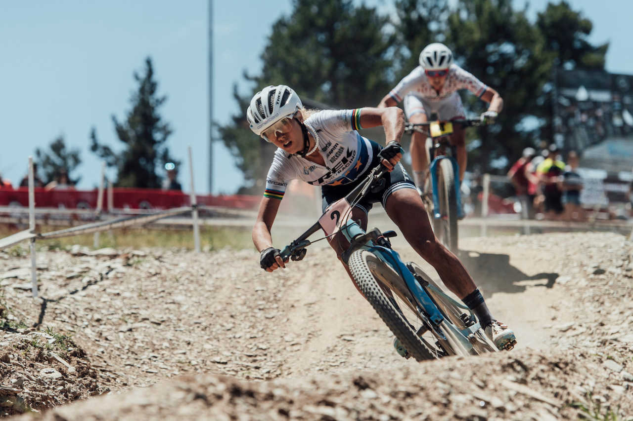 Jolanda Neff leads eventual race winner Anne Terpstra through one of the high-speed descents on the Andorran World Cup race track.