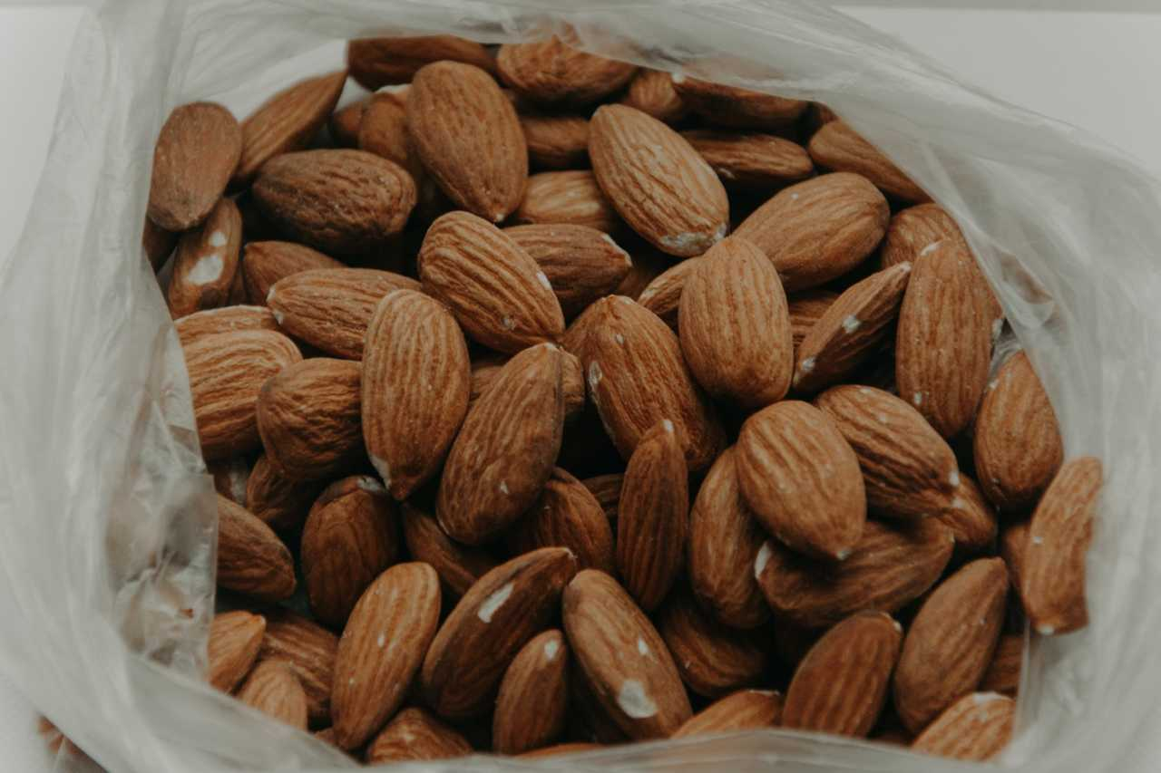 Almonds and their many health benefits for athletes and cyclists.