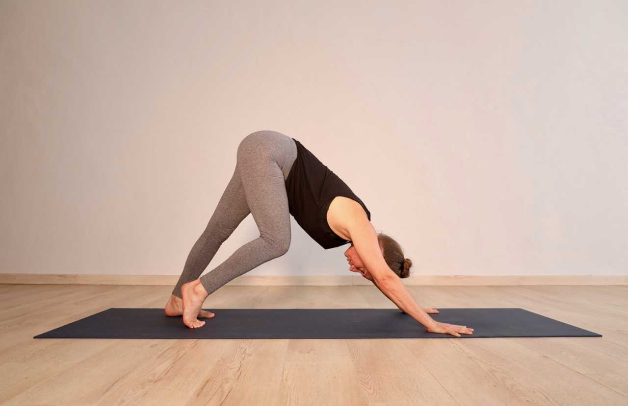 Downward dog pedal yoga pose by Sheona Mitchley for Bike Network.