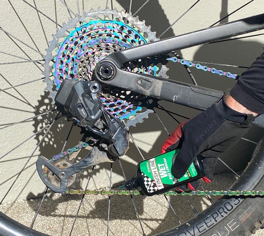 Applying lubrication to a mountain bike chain