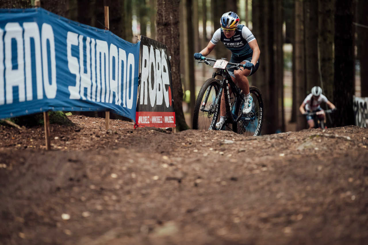 Evie Richards performs at UCI XCO in Nove Mesto na Morave, Czech Republic on October 1st, 2020 //